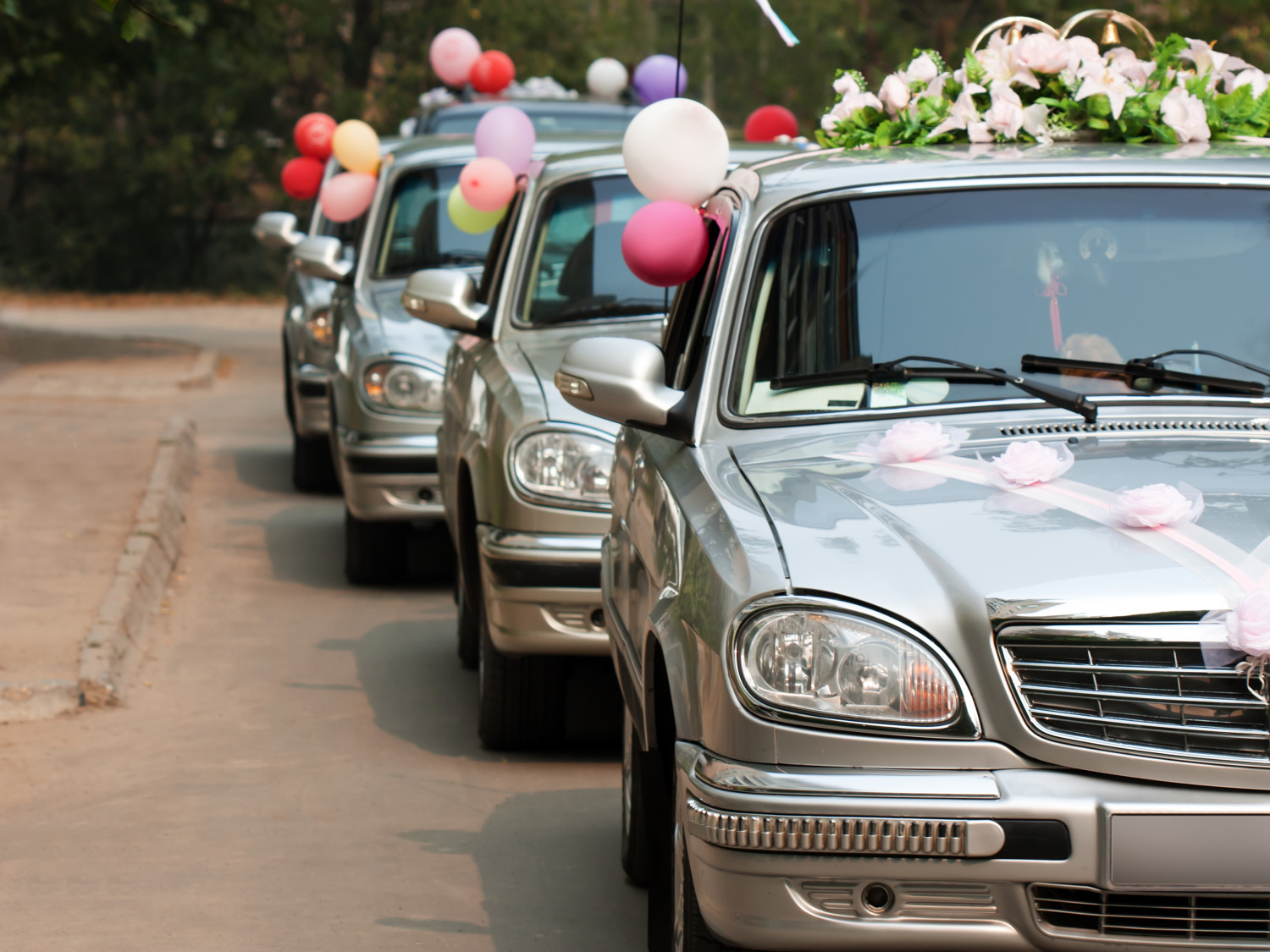 How to Plan Your Wedding's Transportation Needs So That No One Gets Left Behind