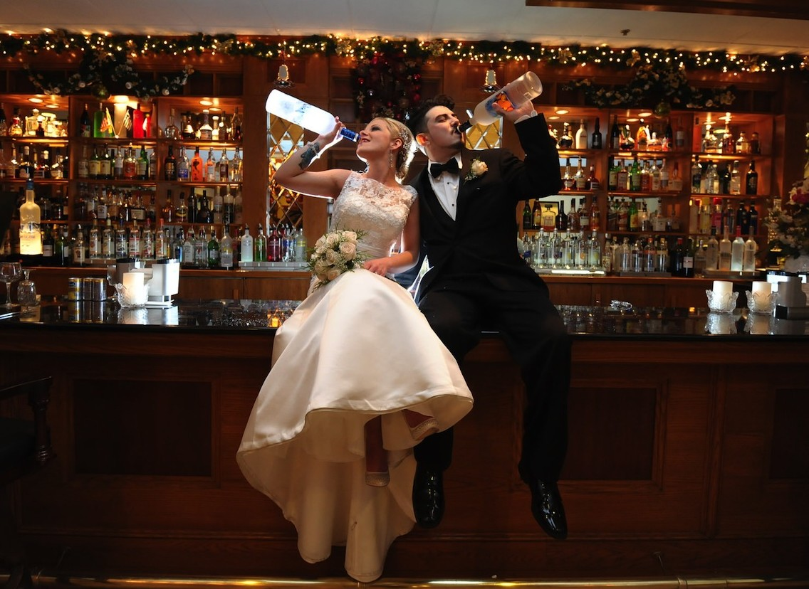 4 Funny Wedding Photo Ideas for Your Big Day