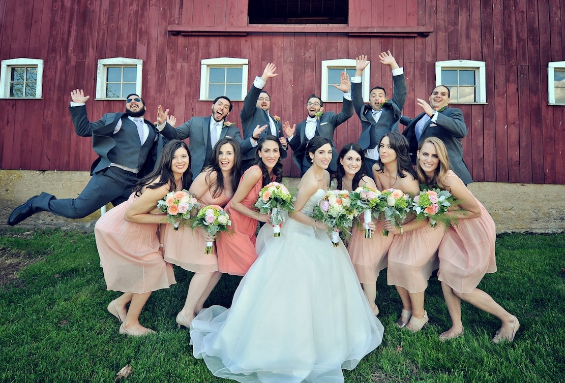 4 Tips for Capturing More Unique Wedding Party Photos