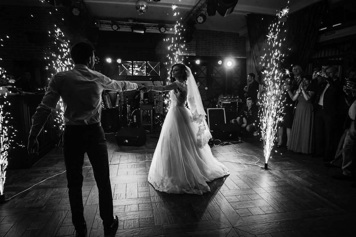 Tips to ensure your first dance and first dance photos are tips to ensure your first dance and first dance photos are unforgettable junglespirit Gallery