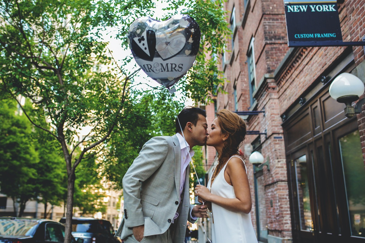 evan-gracie-kiss-sidewalk-brooklyn-ny-photography