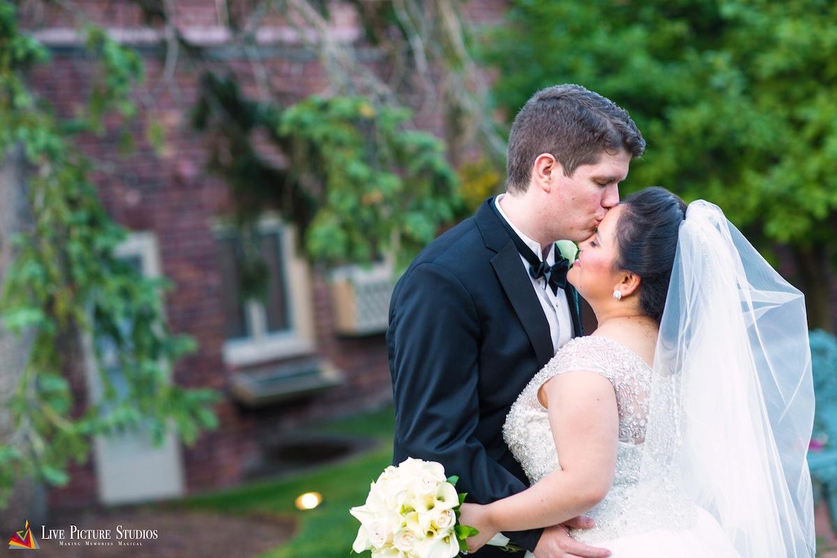 daniel-kissing-maria-forehead-wedding-photos-nj