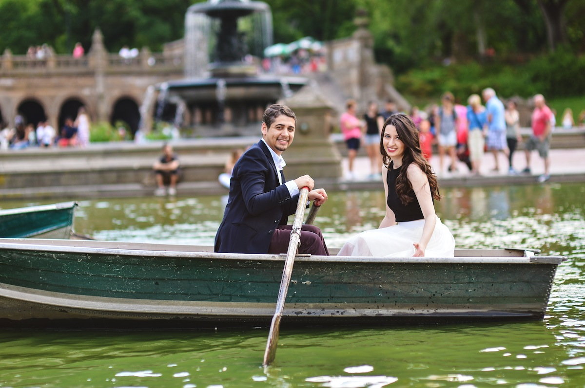 billy-and-cece-in-boat-in-central-park-ny-engagement-photography