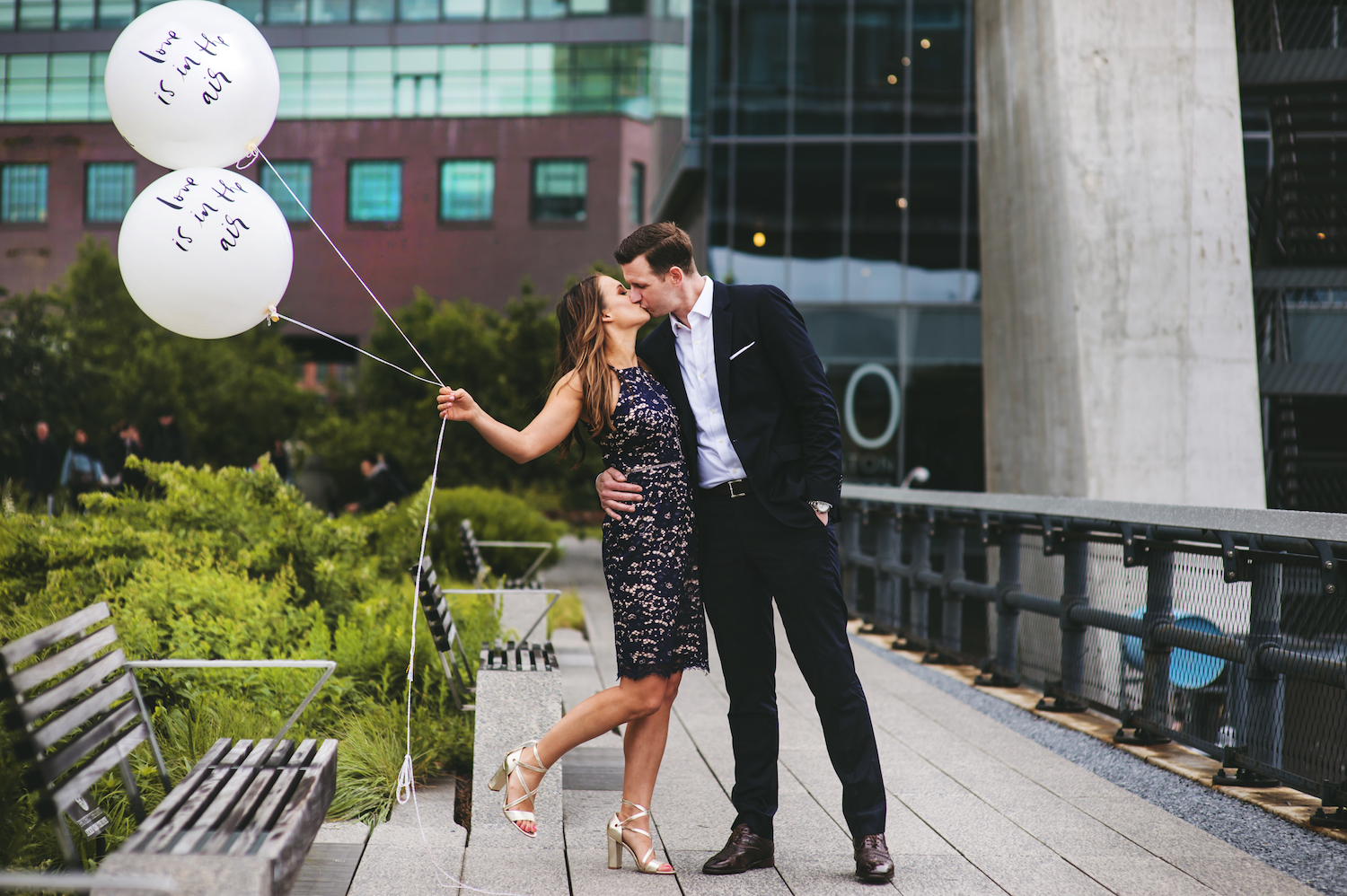kayla&mike-kissing-balloons-high-line-park-engagement-photography-nyc