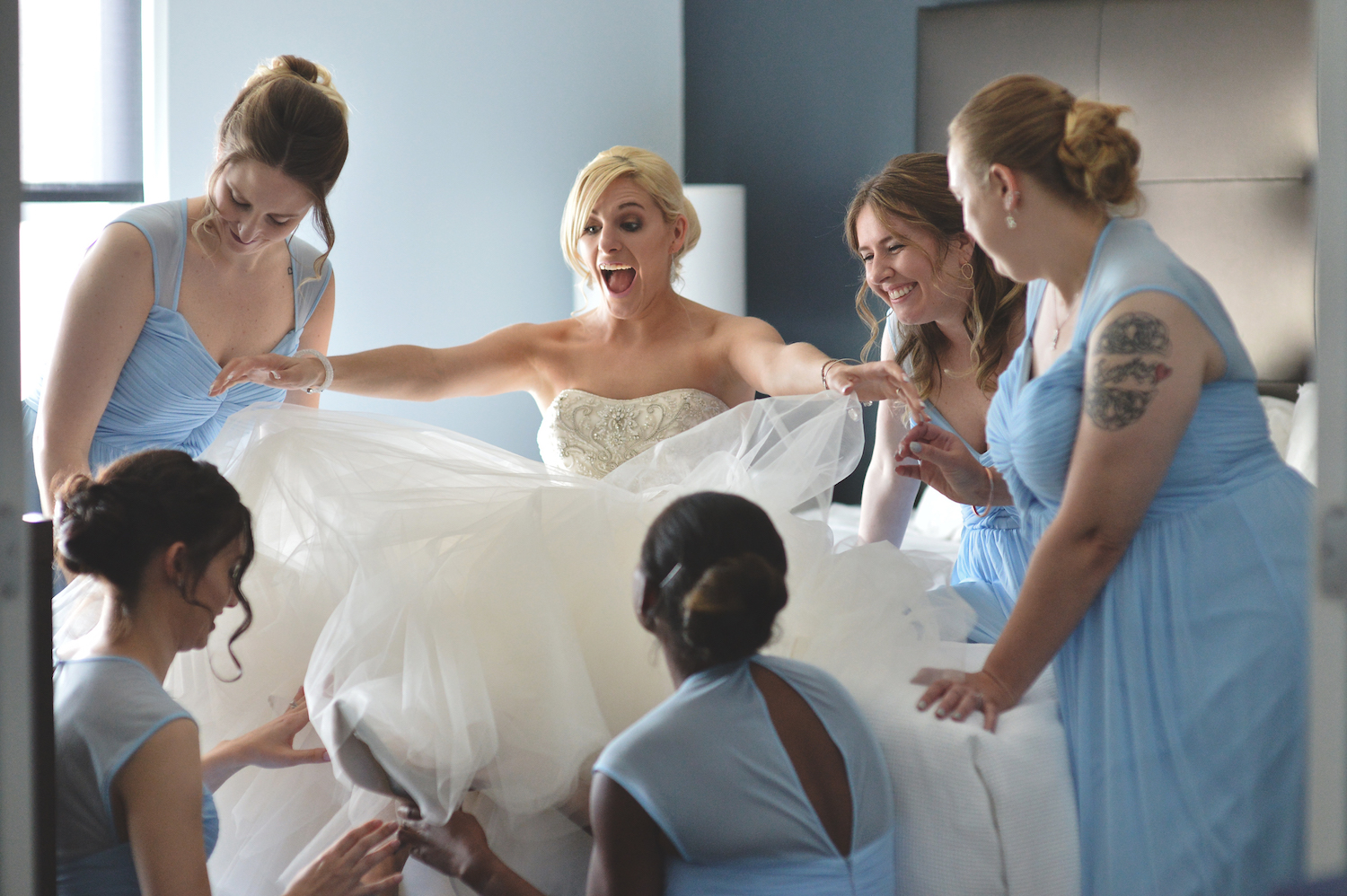 laura-laughing-with-bridesmaids-prep-nj-wedding-photography