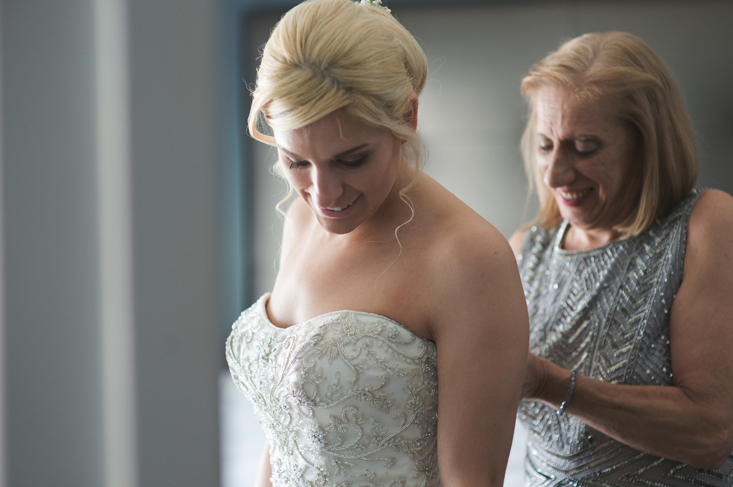 laura&mom-getting-ready-wedding-photography-nj
