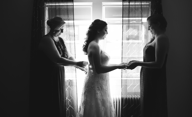 alison-bridesmaids-bride-prep-wedding-photography-ny