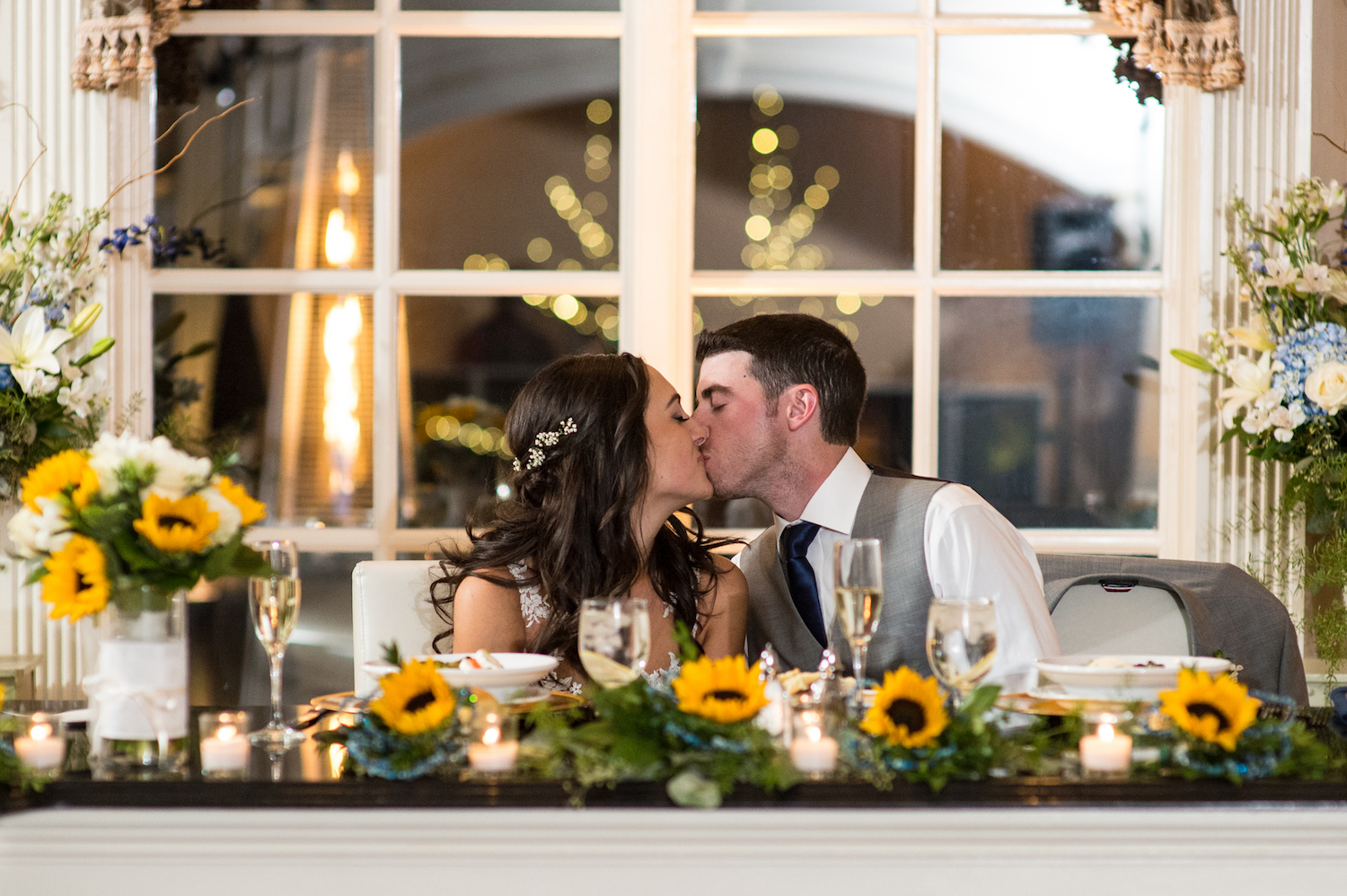 madeline&john-kissing-at-sweetheart-table-wedding-photography-nj