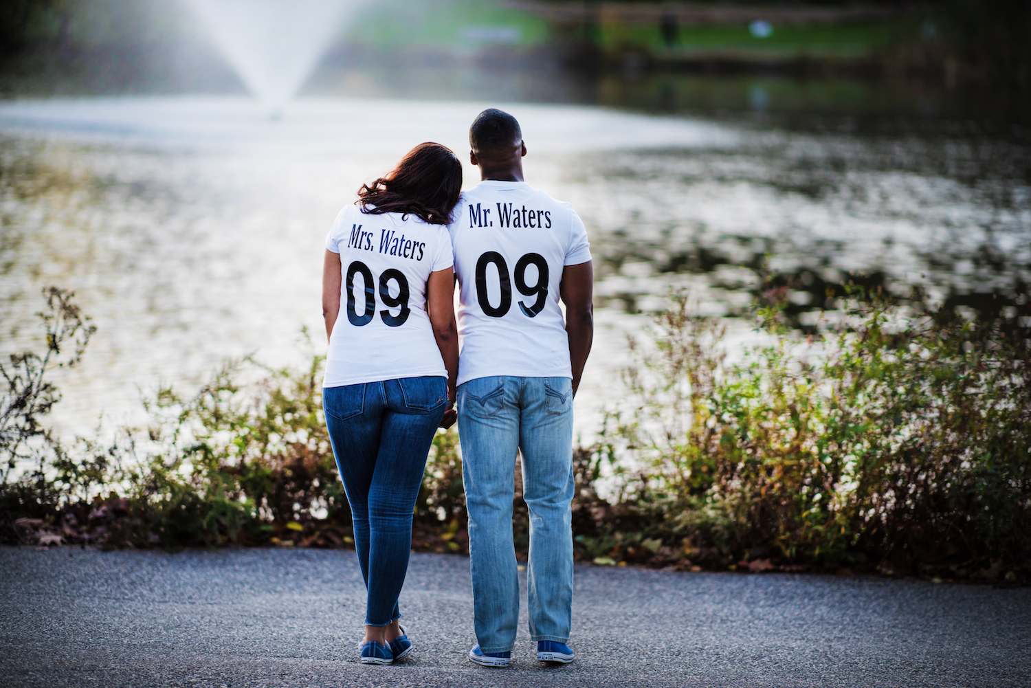 heidi&rob-in-personalized-shirts-by-water-park-photography-engagement-nj