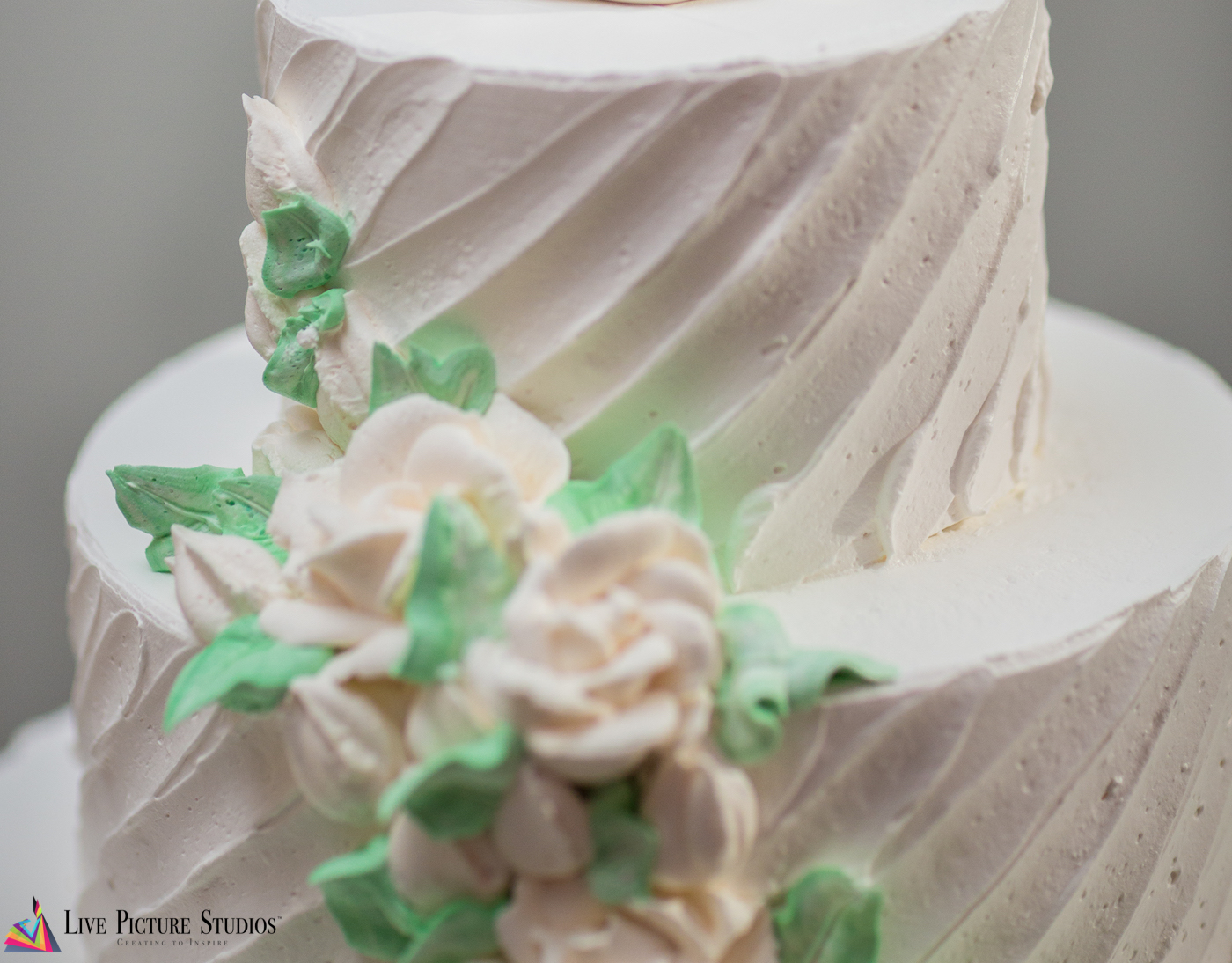 Longtime NJ Wedding Videographers Weigh in on the Rough Icing Cake Trend