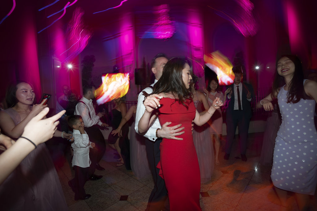 nj-wedding-photographers-xiaoyi&anthony-guests-dancing